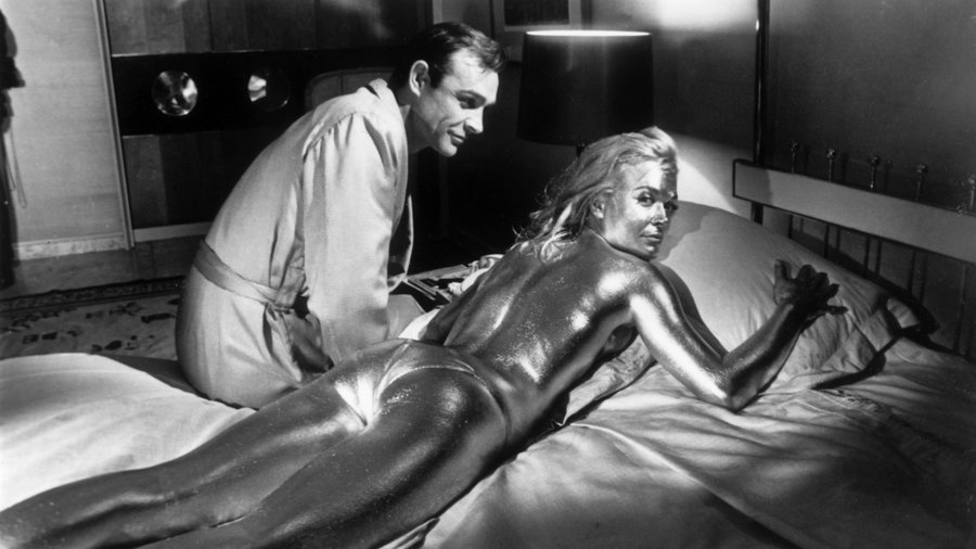 """""""Goldfinger"""" 1964 Sean Connery & Shirley Eaton"""