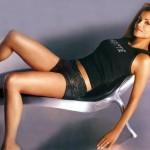 halle-berry-bond-girl-hottie-on-chair
