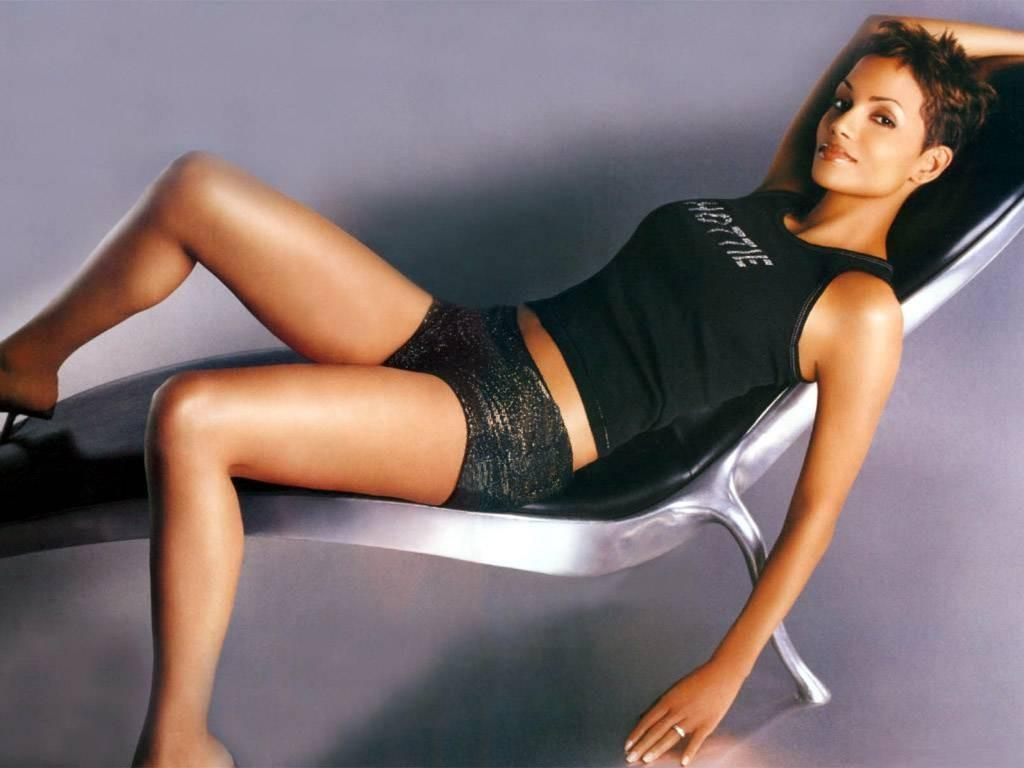 Halle Berry Bond Girl Hottie On Chair Perfect007